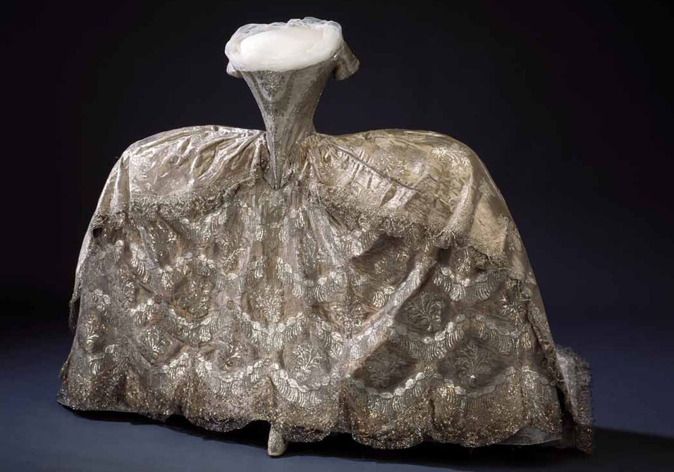 Queen of fashion what marie antoinette wore 63