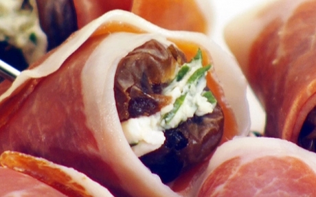 Cheese_Stuffed_Dates_with_Prosciutto_gh0126