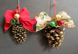 Christmas-pinecones